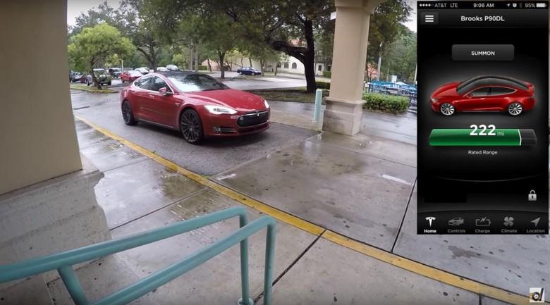 Ilustrasi Tesla Model S dengan fitur Autopilot. Foto: Screenshot YouTube