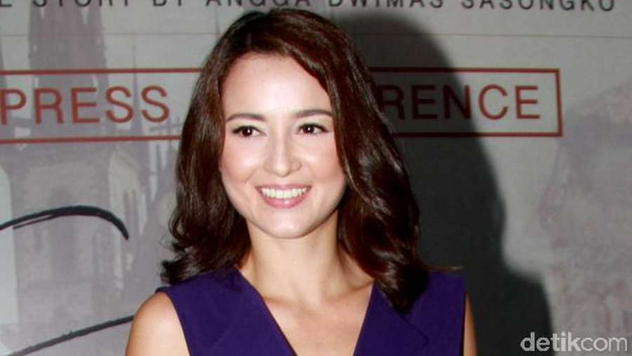 Julie Estelle, Pretty as Always