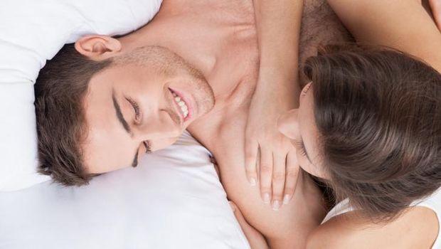 Masturbasi bersama juga dapat membuat seks menjadi lebih bergairah
