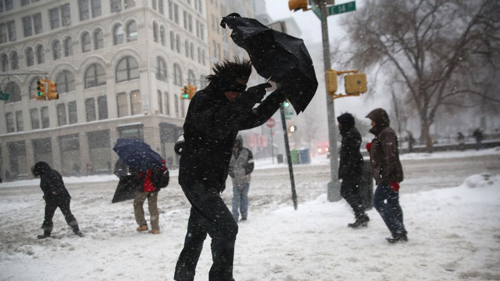 Potret Dramatis Hantaman Badai Salju di New York