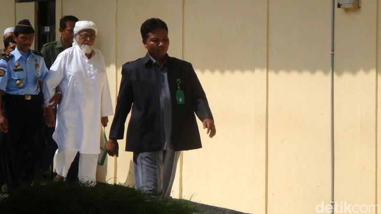 Diwarnai Mundurnya Artidjo, PK Abu Bakar Baasyir Ditolak MA