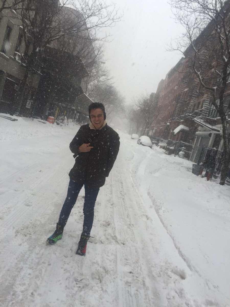 Brrr... Baim Wong Tetap Narsis di Tengah Badai Salju
