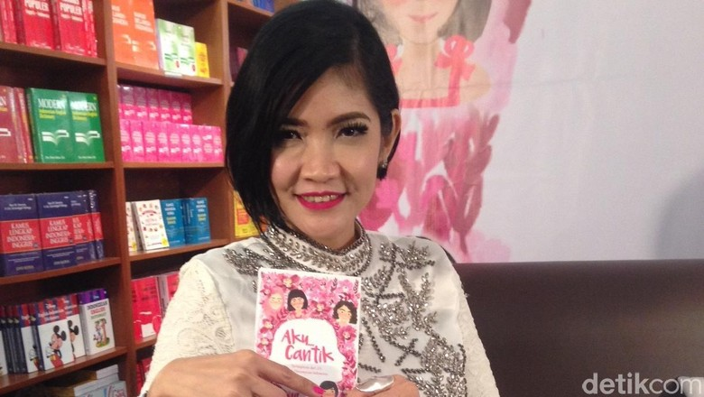 Dukungan Manis Fira Basuki untuk Istri Bani Seventeen/Foto: Arina Yulistara