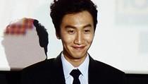 Lee Kwang Soo Ditabrak Mobil yang Terobos Lampu Lalu Lintas