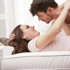 10 Tips Bercinta di Malam Pertama untuk Pengantin Baru
