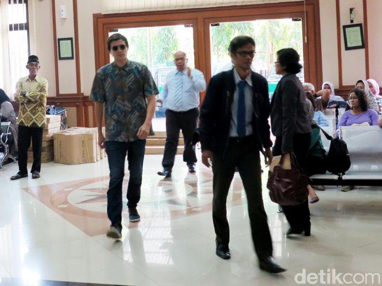 Sidang lanjutan perkara cerai Risty Tagor dan Stuart Collin kembali digelar di Pengadilan Agama Jakarta Selatan, Kamis (28/1/2016).