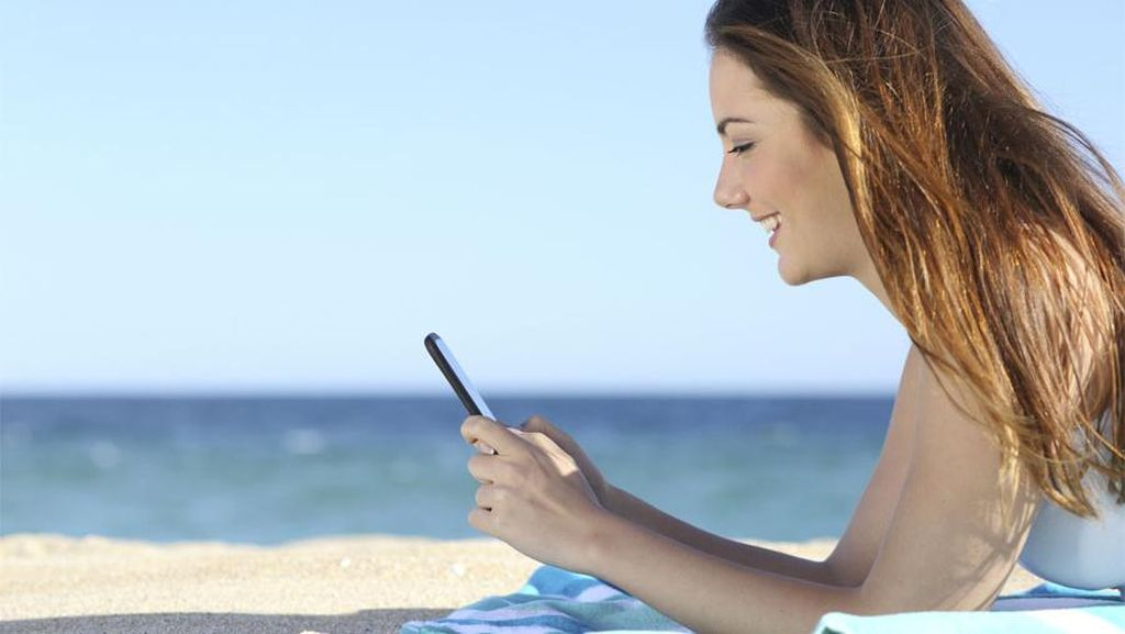 Kecanduan Smartphone Juga Berdampak pada Nyeri Leher!
