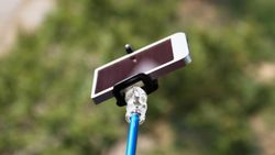 Akibat Selfie, Wanita Ini Jatuh dari Tebing