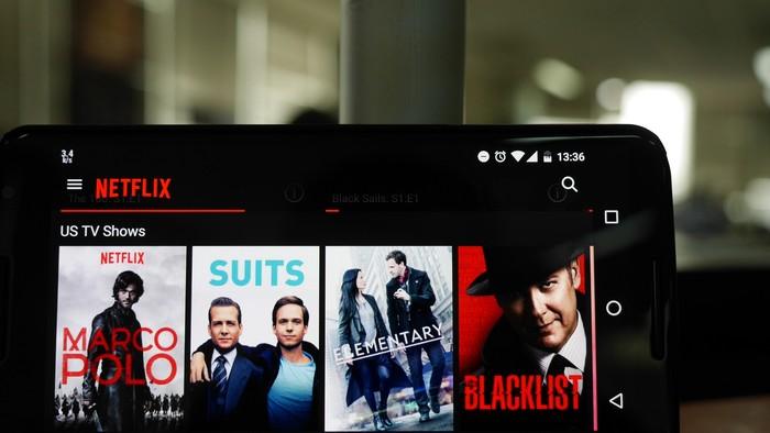 Tak lama setelah Netflix resmi masuk Indonesia, Telkom memblokir layanan video on demand tersebut dari bermacam jaringan internet miliknya.