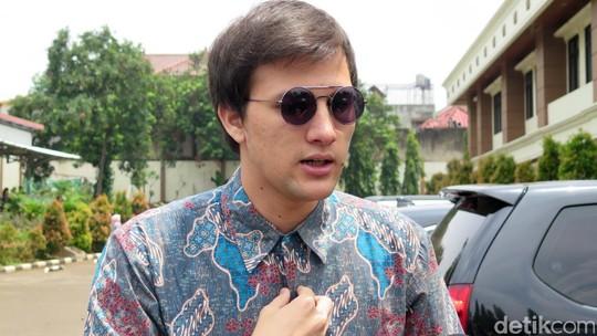 Usai Sidang Cerai, Stuart Kok Nggak Mau Bareng Risty?