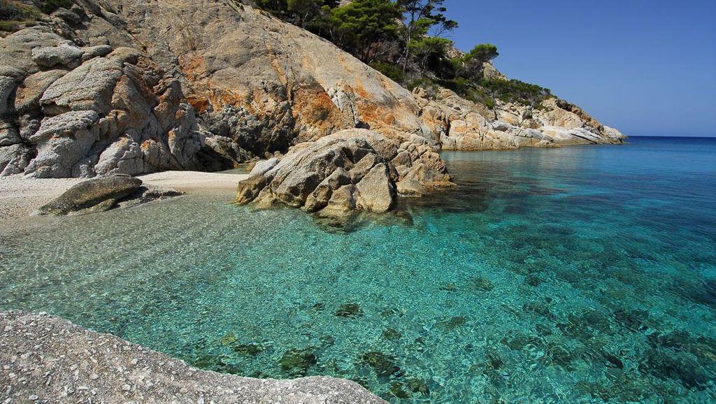 Pulau Italia yang Konon Menyimpan Harta Karun Bajak Laut