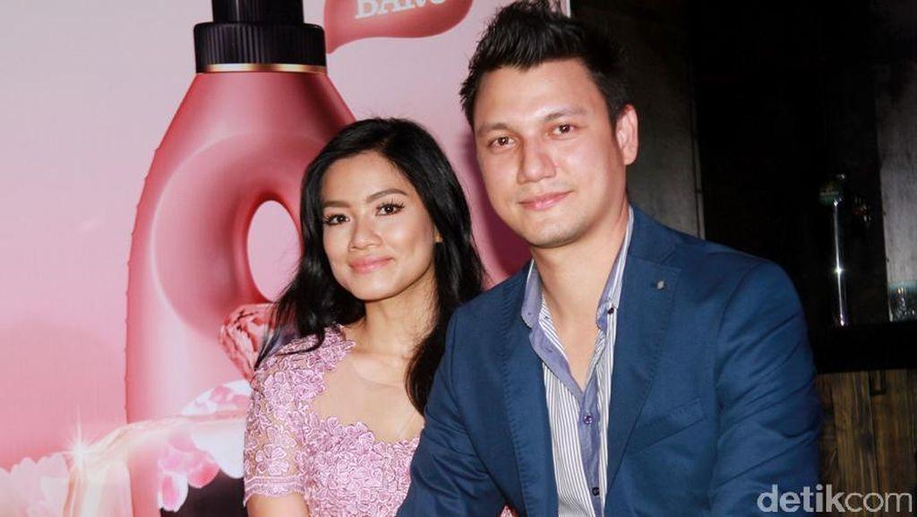 Kado Manis buat Titi Kamal dari sang Suami di Ulang Tahun Pernikahan