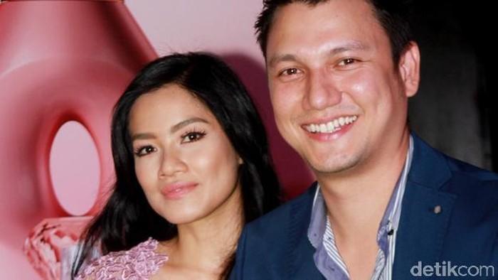 Christian Sugiono dan sang istri Titi Kamal. Foto: Gus Mun/detikHOT