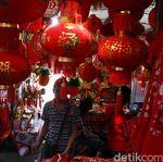 Pedagang Sebut 80% Pernak-pernik Imlek Diimpor dari China