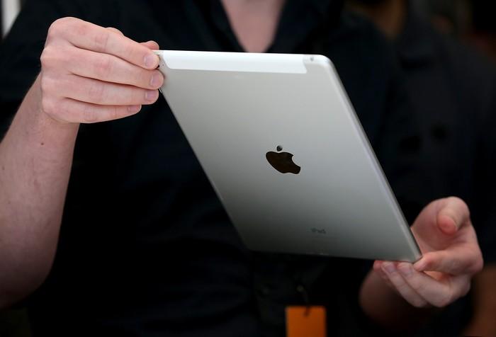 Ilustrasi gadget Apple. Foto: Gettyimages/Justin Sullivan