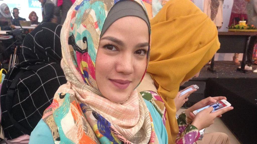 Foto: Cantiknya Alice Norin Pakai Jilbab Warna-warni