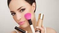 Bukan Crazy Rich Asians, Trik Irit Kosmetik agar Cukup Sampai Berbulan-bulan