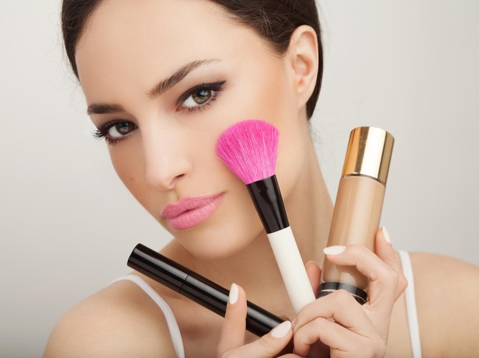 Ilustrasi tips pakai contour dan blush on. Foto: Thinkstock