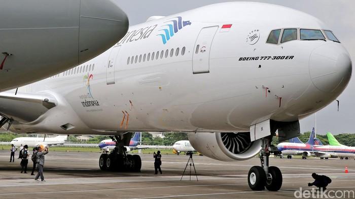 Maskapai Garuda Indonesia meresmikan operasional 2 pesawat baru di Bandara Soekarno-Hatta, Tangerang, Senin (1/2/2016). 2 pesawat itu yakni Boeing 777-300ER dan Airbus 330-300. Untuk Airbus, sudah dilengkapi kelas bisnis Super Diamond Seat Business Class yang nyaman, mewah dan berkelas. Tampak hadir antara lain Dirut Garuda Arif Wibowo dan Komisaris Utama Garuda Jusman Syafii Jamal. (Ari Saputra/detikcom)