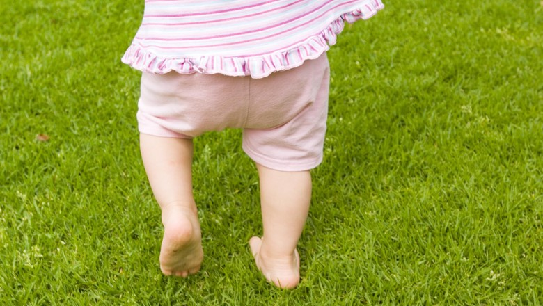 Manfaat Belajar Jalan dengan Bertelanjang Kaki bagi Bayi/ Foto: Thinkstock