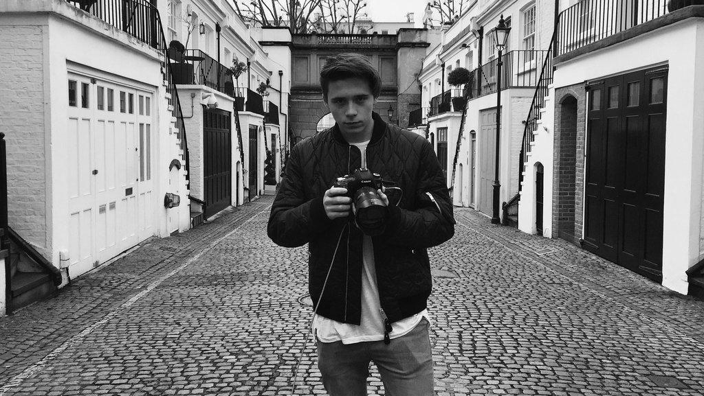 Brooklyn Beckham Jadi Fotografer Untuk Iklan Burberry