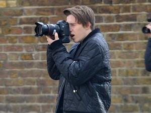 Brooklyn Beckham Jadi Fotografer Burberry, Juru Foto Profesional Protes