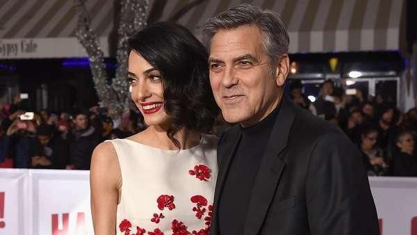 Dibalut Dress Mini, Istri George Clooney Pamer Kaki Jenjang