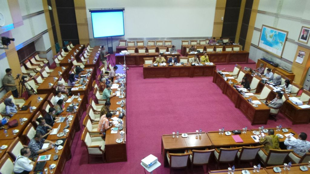 DPR: Prestasi, Jika Revisi UU ITE Rampung 2016