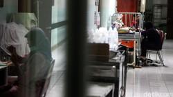 Istimewanya Nyoblos di Rumah Sakit: Dekat, Petugas yang Datangi Pasien