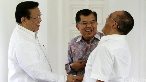 Kala Sesepuh Golkar 'Keroyok' Setya Novanto