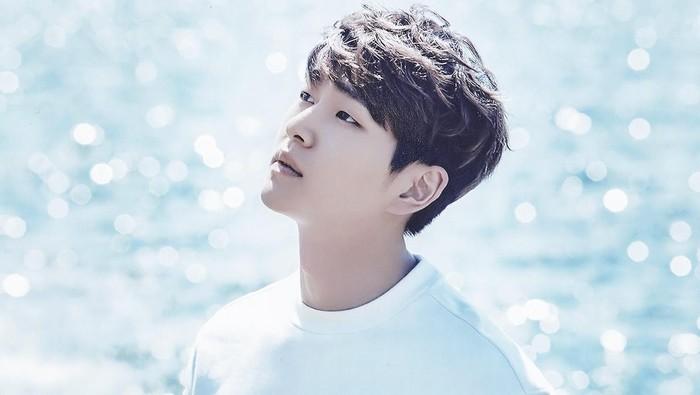 Leader Shinee, Onew, yang akan wajib militer pada (10/12/2018). Foto: SM Entertainment