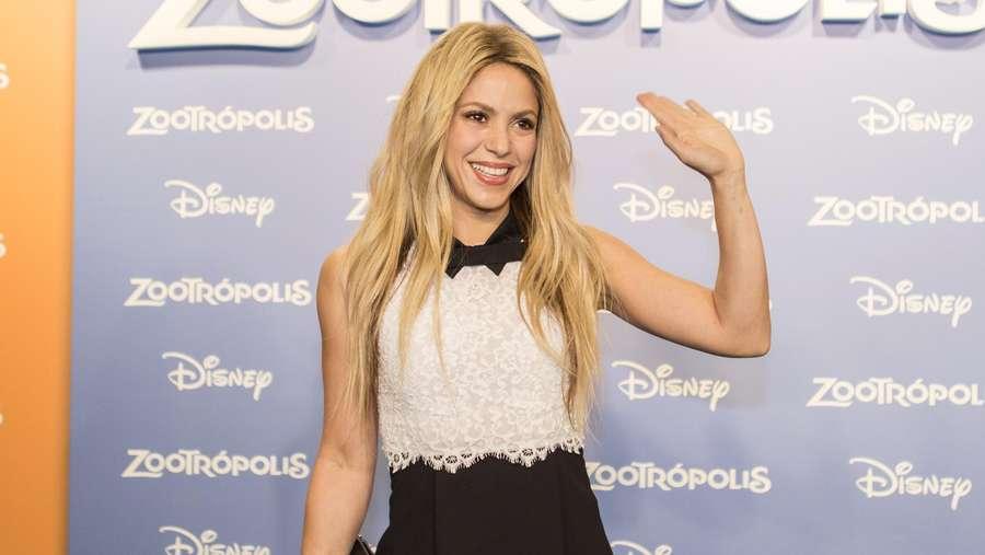 Gaya Shakira dengan Dress Mini Ini Yay or Nay?