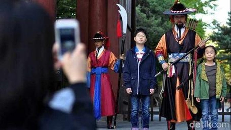 Penjaga di Istana Deoksugung (Ari Saputra/detikTravel)