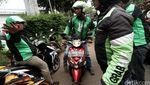 Penampakan Ratusan Driver GrabBike Cari Opang di Cawang