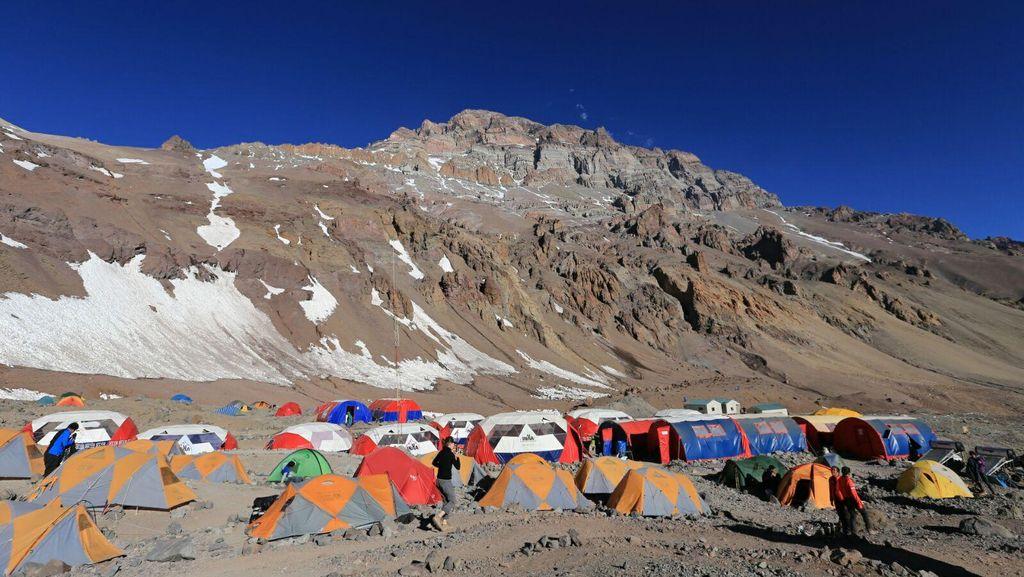Saat Merah Putih dan Angklung Bergema di Puncak Aconcagua