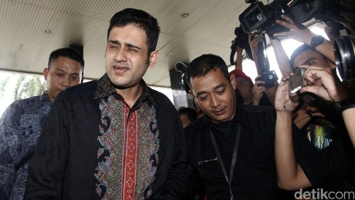Terpidana kasus suap wisma atlet SEA Games Palembang, Muhammad Nazaruddin, menjalani pemeriksaan di Komisi Pemberantasan Korupsi (KPK). Ia diperiksa sabagai saksi untuk kasus dugaan korupsi Pembangunan Rumah Sakit Pendidikan Udayana pada 2009-2011, dan kasus dugaan tindak pidana korupsi Pembangunan Wisma Atlet dan Gedung Serbaguna Pemprov Sumatera Selatan pada 2010-2011.
