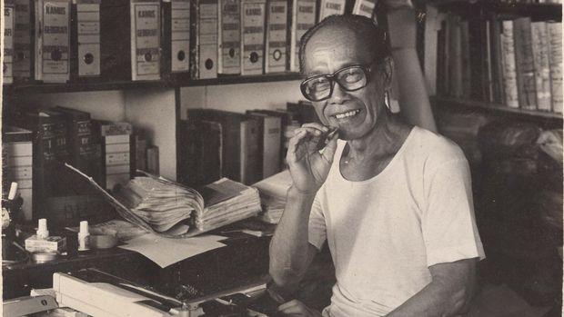 Pramoedya Ananta Toer tertawa saat mendengar Hanung yang saat itu masih jadi mahasiswa, ingin mengadaptasi bukunya menjadi film.