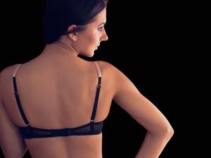 Pakaian Ketat Bisa Bahayakan Implan Payudara? Ini Kata Dokter