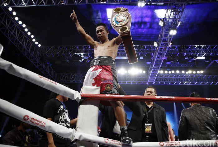 Petinju Indonesia Daud Yordan berhasil mempertahankan gelar juara kelas ringan versi WBO Asia Pasific dan Afrika setelah menang angka atas Yoshitaka Kato.