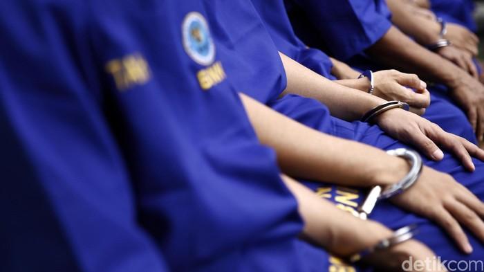 Tahanan tersngaka di borgol. rachman Haryanto/ilustrasi/detikfoto