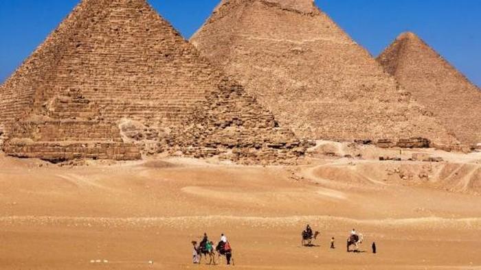 Misteri pembangunan deretan piramida di Giza, Mesir, diklaim mulai terkuak dengan temuan landasan miring di tambang pualam. Foto: Thinkstock