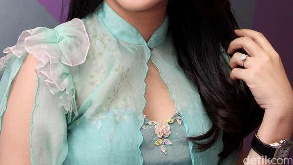 Manisnya Chacha Frederica dengan Warna Pastel