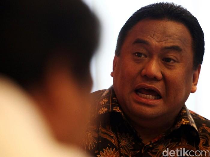 Bos PT Panasonic Gobel Indonesia Rachmat Gobel, Ketua KPPU Syarkawi Rauf, anggota DPR Muh Sarmuji, Direktur Penyelesaian Perselisihan Kementerian Ketenagakerjaan Sahat Sinurat, dan chan Loulembah menjadi pembicara dalam diskusi yang membaha
