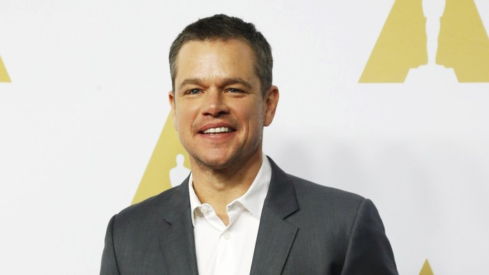 Actor Matt Damon arrives at the 88th Academy Awards nominees luncheon in Beverly Hills, California February 8, 2016.  REUTERS/Mario Anzuoni