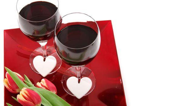 Membangun kedekatan dengan pasangan jadi kunci untuk mendapatkan malam yang romantis di hari Valentine.
