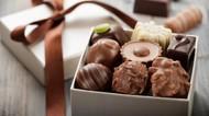 Alasan di Balik Anjuran Kalau Anak Batuk Jangan Makan Cokelat Dulu