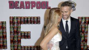 Aww, Mesranya Blake Lively & Ryan Reynolds di Paris!