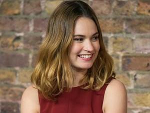Rahasia Lily James Perbaiki Kerusakan Rambut Karena Sering Diwarnai