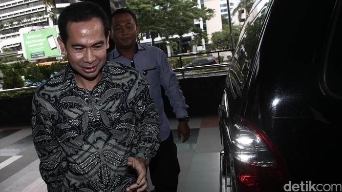 Tubagus Chaeri Wardhana alias Wawan, suami Wali Kota Tangerang Selatan Airin Rachmi Diany yang diduga ngamar dengan artis. Foto: Hasan Alhabshy