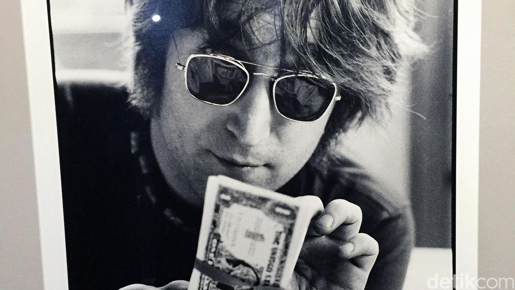Baju Milik John Lennon Dilelang, Buka Harga dari Rp 665 Juta